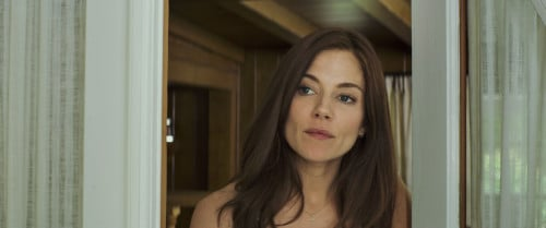 Sienna Miller as Taya Renae Kyle