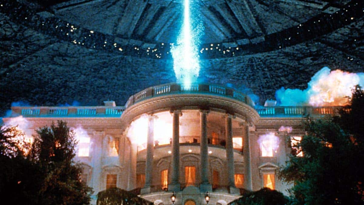 """The aliens certainly love to destroy the landmarks… it's the """"promise of the premise,"""" wonderfully met in the """"Fun and Games."""""""