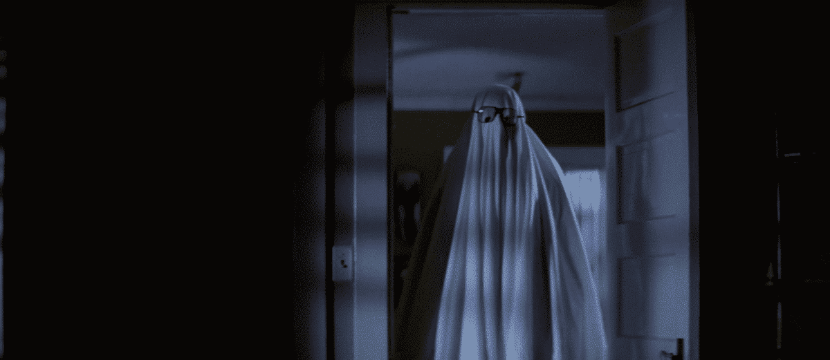 The Shape appears as the ghost of Bob to make a ghost out of Lynda.
