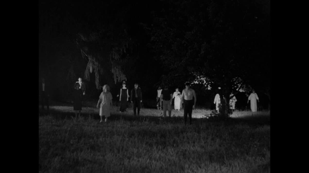 The walking dead keep relentlessly amassing on the farmhouse.