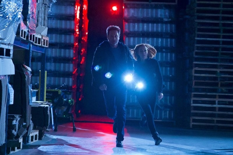 Mulder and Scully are pursued by artificial intelligence in the Finale.