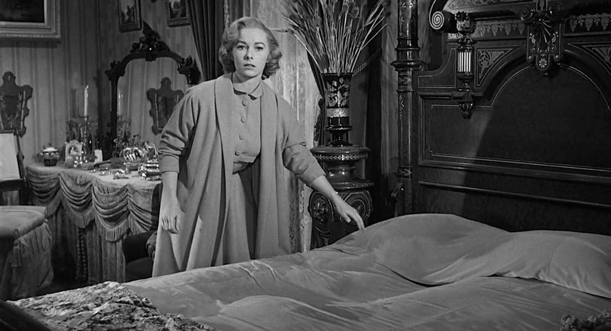 Lila discovers a strange effigy in Mrs. Bates' bed.